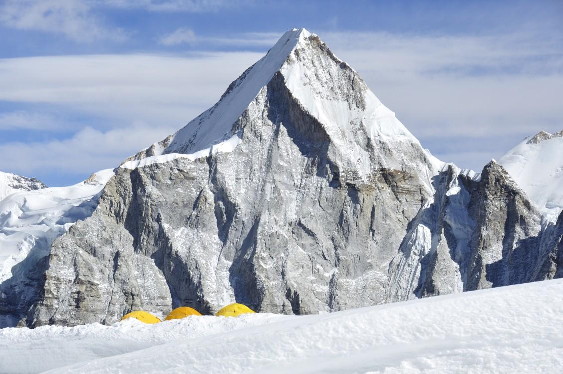 6.Widok z obozu pierwszego (6000 m), 2.V.2013, fot. B.Wroblewski